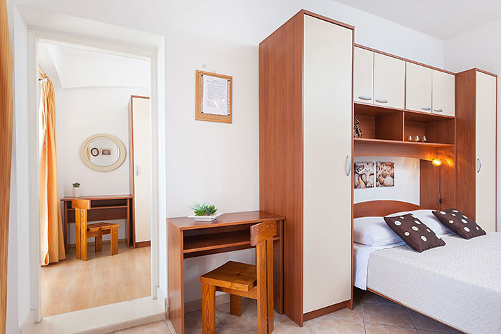Apartments Vila Nela, Tučepi - bed