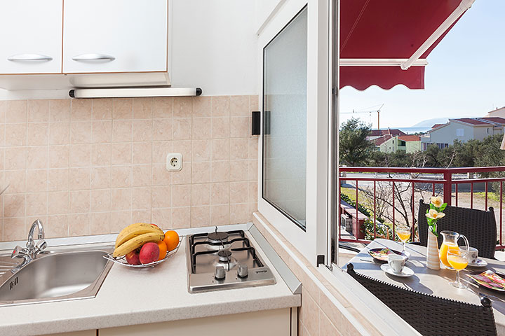 Apartments Vila Nela, Tučepi - kitchen