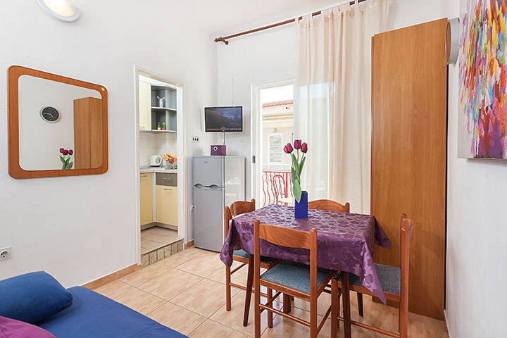 Apartments Vila Nela, Tučepi - dining room