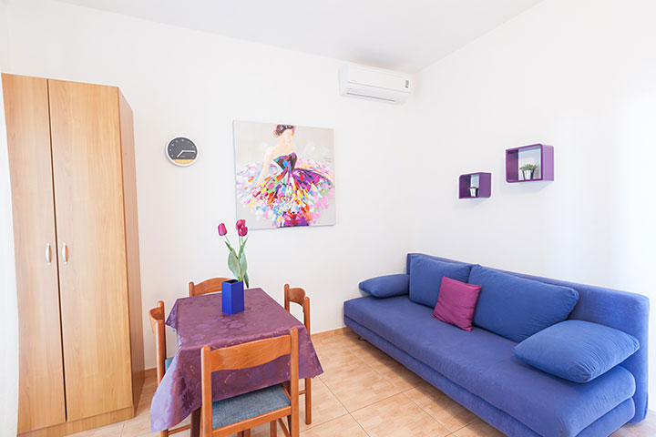 Apartments Vila Nela, Tučepi - dining and living room
