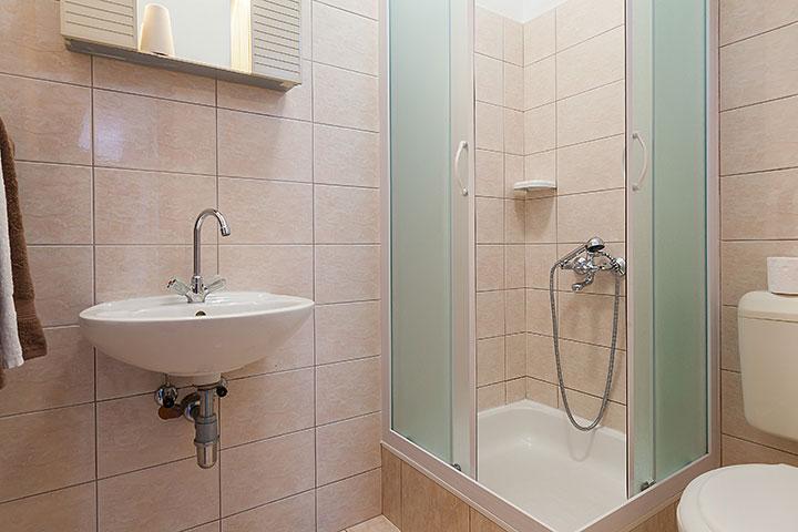 Apartments Vila Nela, Tučepi - bathroom