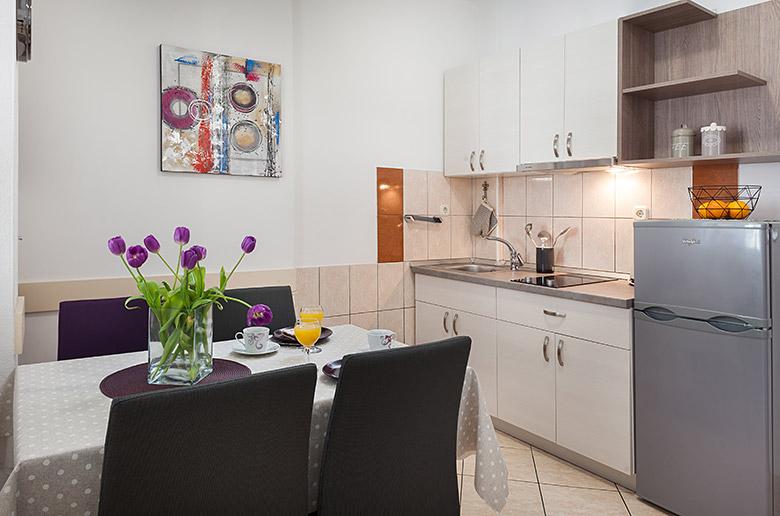 Apartments Vila Nela, Tučepi - bedroom