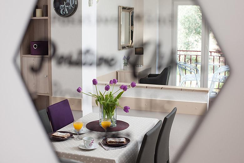Apartments Vila Nela, Tučepi - dining table