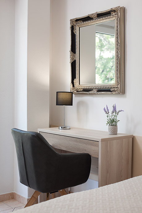 Apartments Vila Nela, Tučepi - dressing mirror