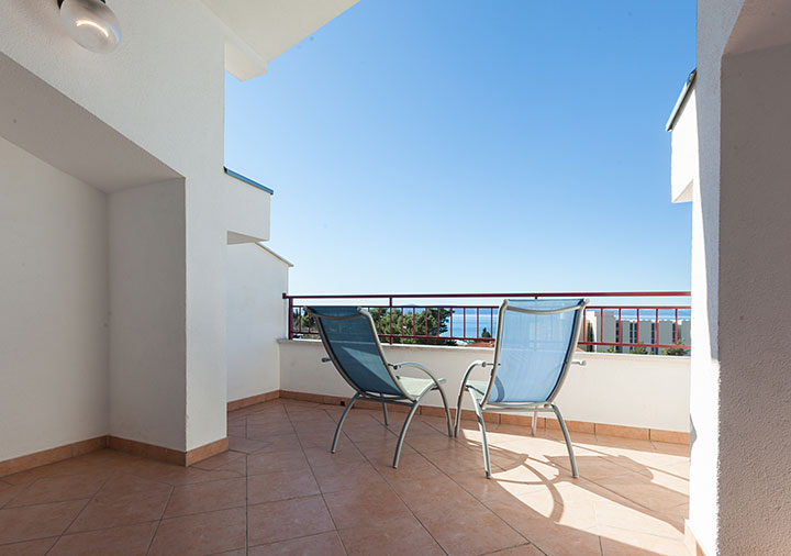 balcony with sea view - Apartments Vila Nela, Tučepi